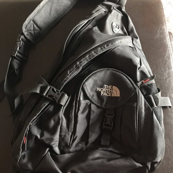 038463b14 The North Face sling bag